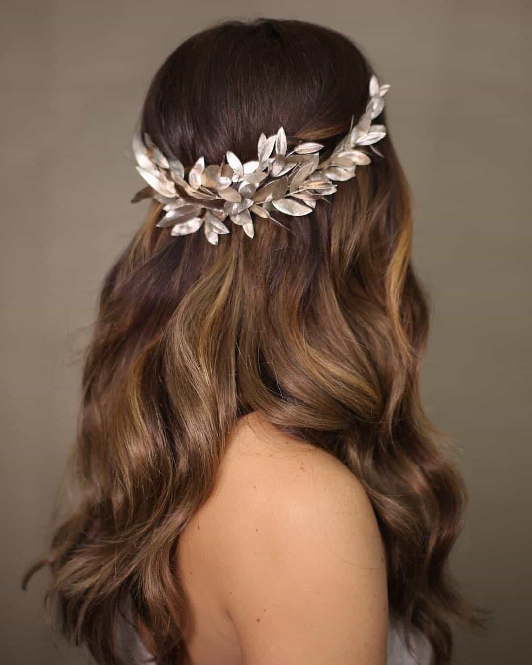 Crown, Tiara or Bridal Wreath? Bridal trends of 2020